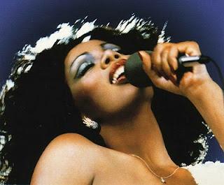 Donna-summer-singing