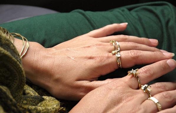 Thing-gold-rings-stacking